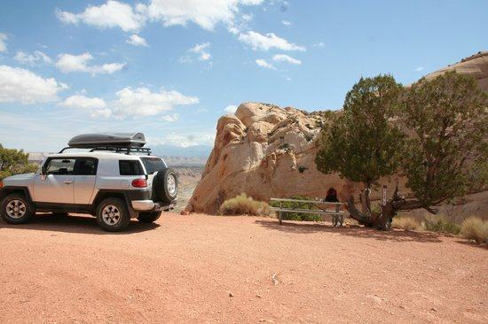 Burr Trail : Picnic spot at top of the switchbacks