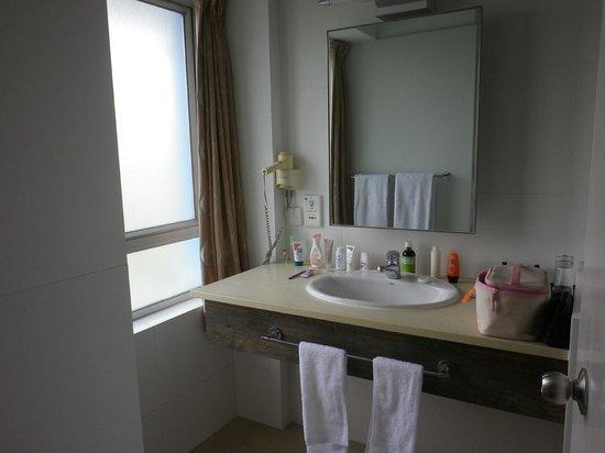 Mariner's Club: bathroom