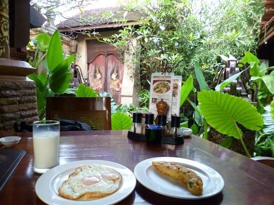 Sawasdee Village: breakfast with very beautiful environment
