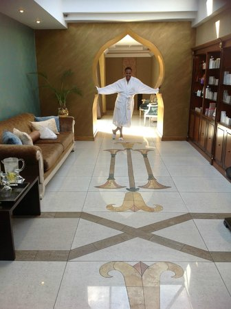 The Pyramid Day Spa: Marvelous structure!!!