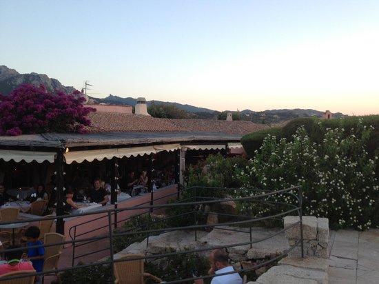 Colonna Country and Sporting Club : Hotelrestaurant von Aussen