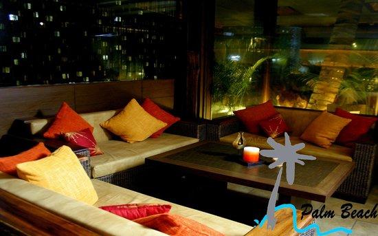 Palm Beach Hotel & Resort: Dusk
