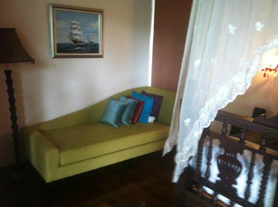 Tango Luxe Beach Villa : Sofa in the room
