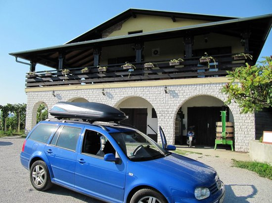Guesthouse Pavlin: Hotel parking