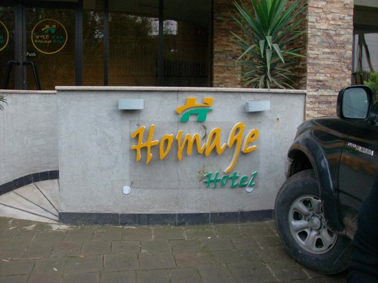 Homage Hotel: The hotel outside