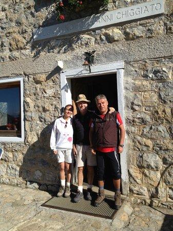 Rifugio Alpino Dino e Giovanni Chiggiato: foto ricordo prima della partenza