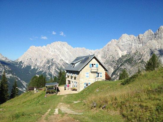 Rifugio Alpino Dino e Giovanni Chiggiato: ..la posizione