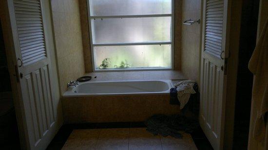 Peneeda View Beach Hotel: bathroom area