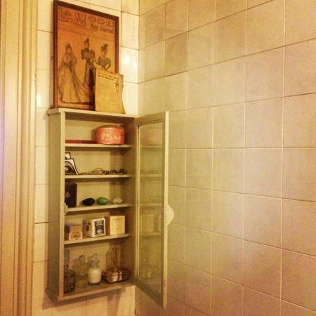 Boulevard Leopold Bed & Breakfast: bathroom dancehall