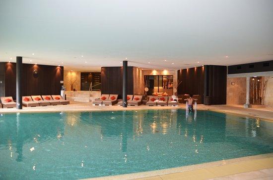 Chalet RoyAlp Hotel & Spa : piscine et jacuzzi
