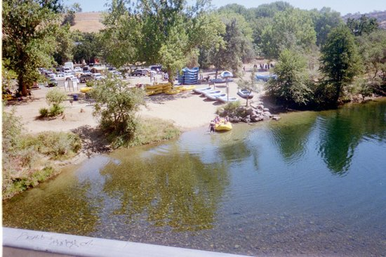Sunshine Rafting Adventures: launch point on Stanislaus River