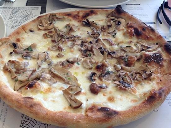 DOC Pizza & Mozzarella Bar: Porcini