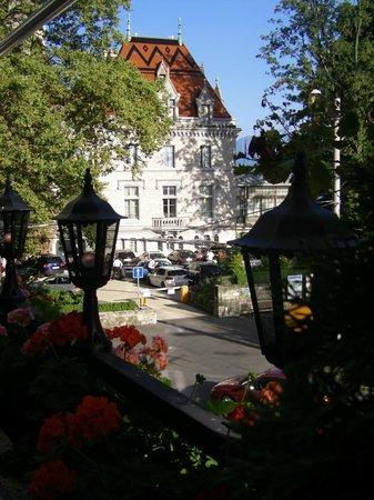 Hotel Aulac: Sicht auf dem Château von der Hotel-Terrasse aus