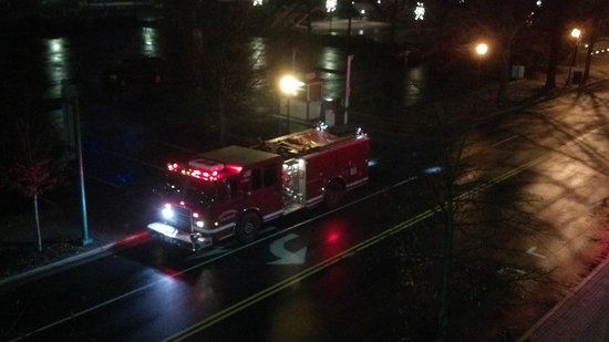 Courtyard Chattanooga Downtown: Chattanooga 6 fire truck alarm clock at 5am