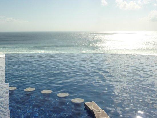 Blue Point Bay Villas & Spa: Infinity Edge
