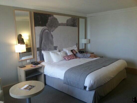 Mercure Paris Velizy Hotel: chambre spacieuse