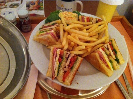 Golden Tulip Bahrain: club sandwich