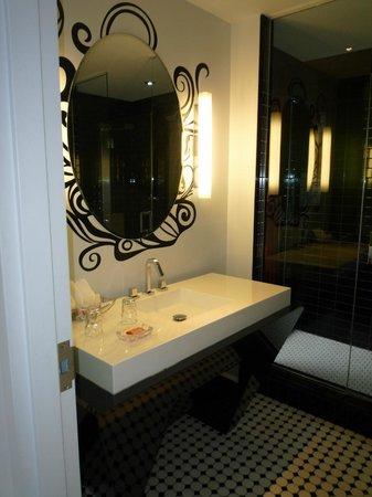 Hotel Chez Swann: Bad