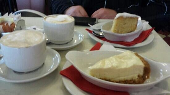 Cafe Ariete: Coffee and cake.