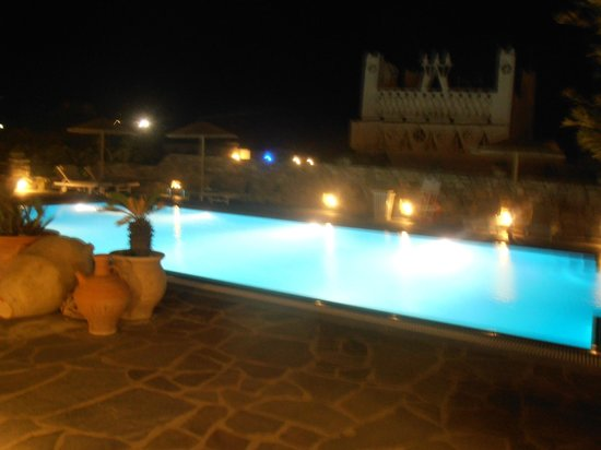 Vienoula's Garden: Pool at night