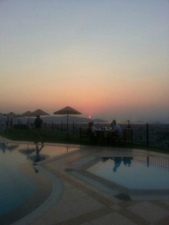 Villa Turk Apartments: Sunset from Sundial Restaurant