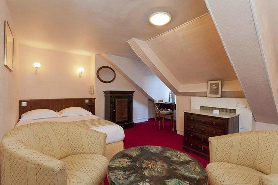 Hotel du Quai-Voltaire: Room