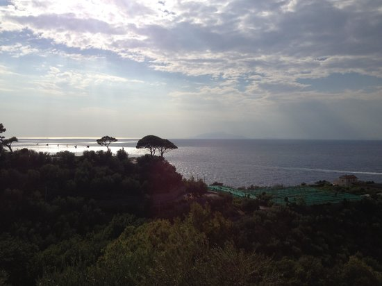 Villa Lubrense: Vista dalla piscina