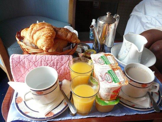 Le Manoir du Sphinx : le petit déjeuner en chambre