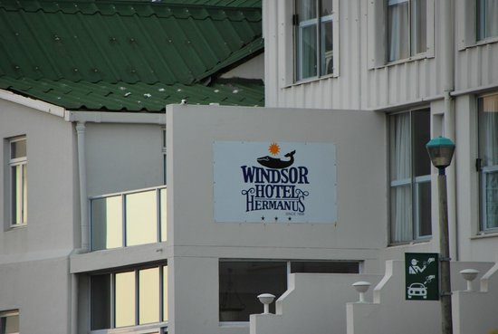 Windsor Hotel & Apartments: sign