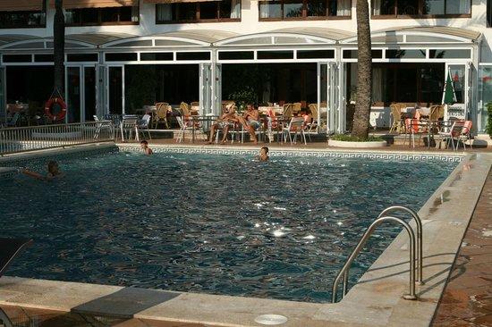 Hotel Abrat : piscina