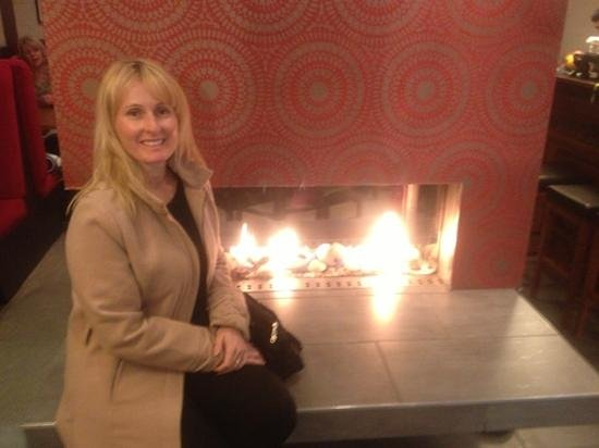 The Spice Room: nice warm fire while waiting for our table
