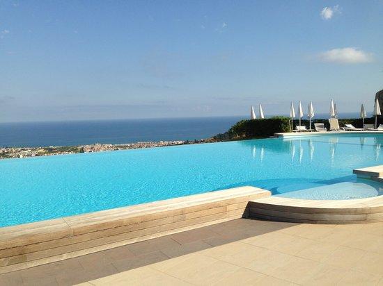 Piscina foto di hotel il parco degli ulivi villafranca for Piscina villafranca