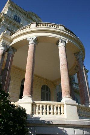 Médiathèque de Noailles : Villa Rothschild - le perron