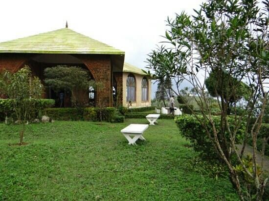 Thrisangu Haven Resort : View from the cottage to the reception area.