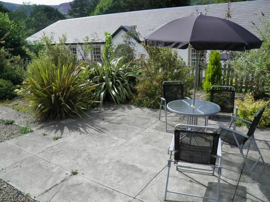 Kilmichael Country House Hotel: Garden with patio furniture