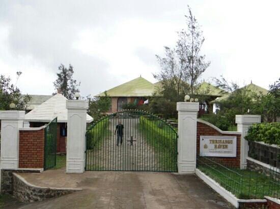 Thrisangu Haven Resort : Front view of the resort