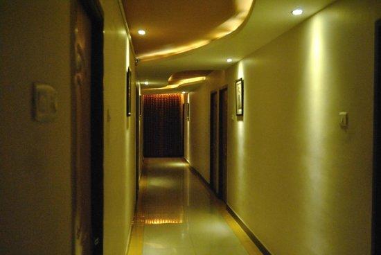 Hotel Mars Classic: GUEST CORRIDORS