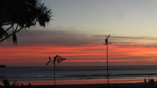 The Royal Beach Seminyak Bali - MGallery Collection: Sonnenuntergang vom Hotel aus
