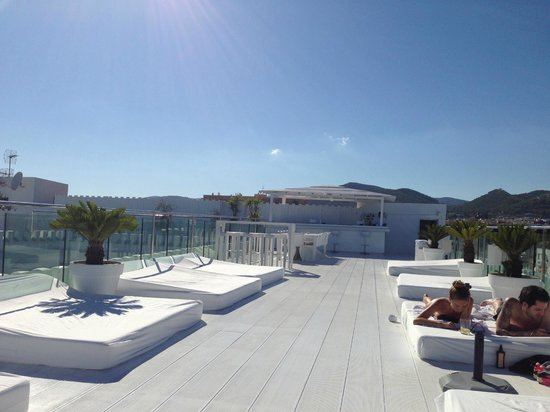 Hotel Es Vive: the view of the roof terrace