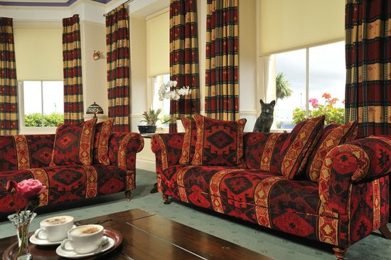 Foxes Hotel: Our Lounge with sea view