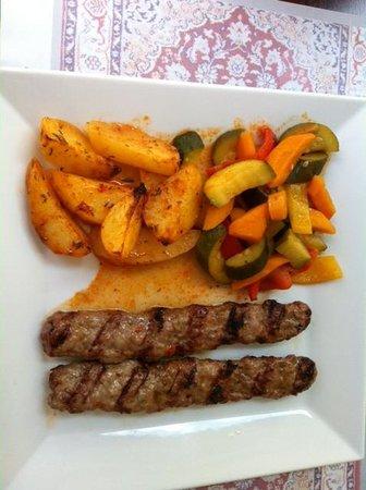 Restaurant Pinar: Adana Kebap mit Gemuse