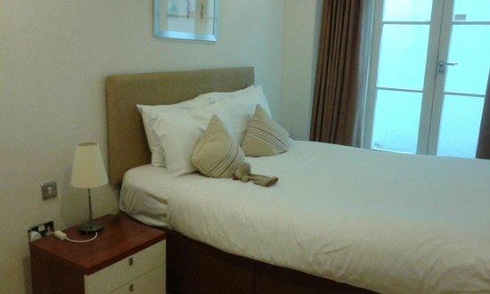 Prince's Square Apartments : Dormitorio