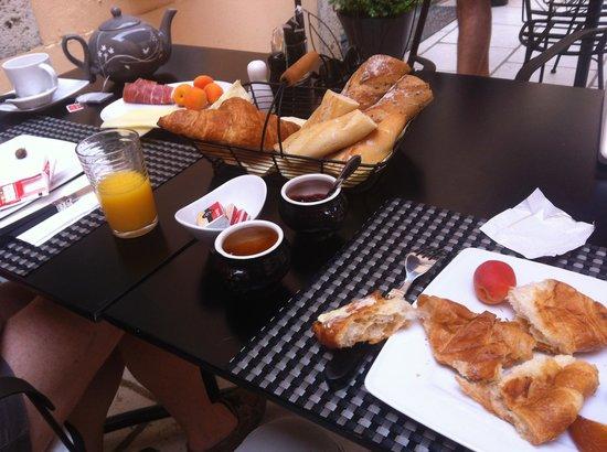 Maison Allene Bed and Breakfast : Breakfast