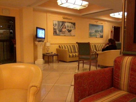 Hotel Parco Delle Rose: Una piccolissima parte dell'enorme hall