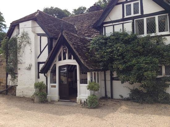 Ockenden Manor Restaurant: Restaurant entrance