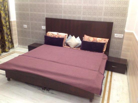 Divine Inn: BEDROOM