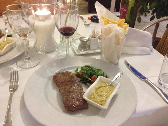 Fusion Food and Lounge: Steak Minute. Grilled sirloin steak served with home made bearnaise sauce,  french fries, tomato
