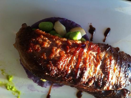 L'Empreinte Restaurant : filet mignon de porc cuit en basse temperature, écrasé de vitelotte, emulsion de petits pois