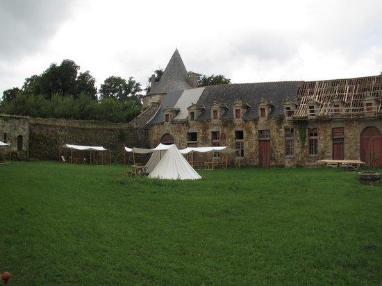 Chateau de Landal: La cour et les jeux anciens