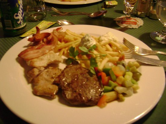 Enzian Hotel: 1 van de vele lekkere maaltijden